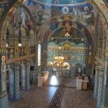 Naosul bisericii Sfanta Treime